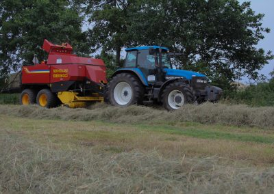 TM135 met New Holland BB940 vierkante pakkenpers
