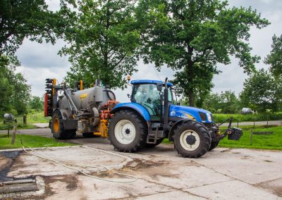 New Holland T6080 - Veenhuis ondergang tank