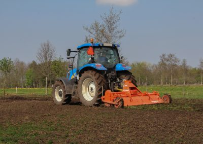 New Holland T6020 met hakfrees